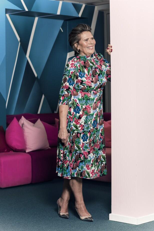 ETTER: Kjole (kr 550) og pumps (kr 600, begge fra Zara). Tips! Sats på plagg med feminine farger og mønstre. FOTO: Astrid Waller