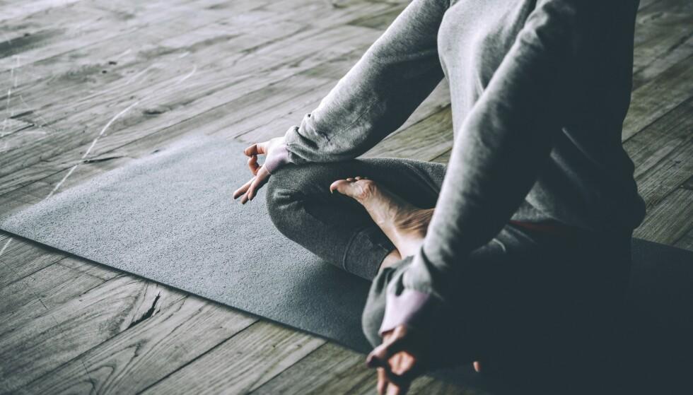 Etter to uker synes fortsatt ikke Thora at det er kjempedeilig å stå opp en halv time tidligere for å gjøre yoga. Men følelsen i kroppen er bedre. FOTO: NTBSCANPIX