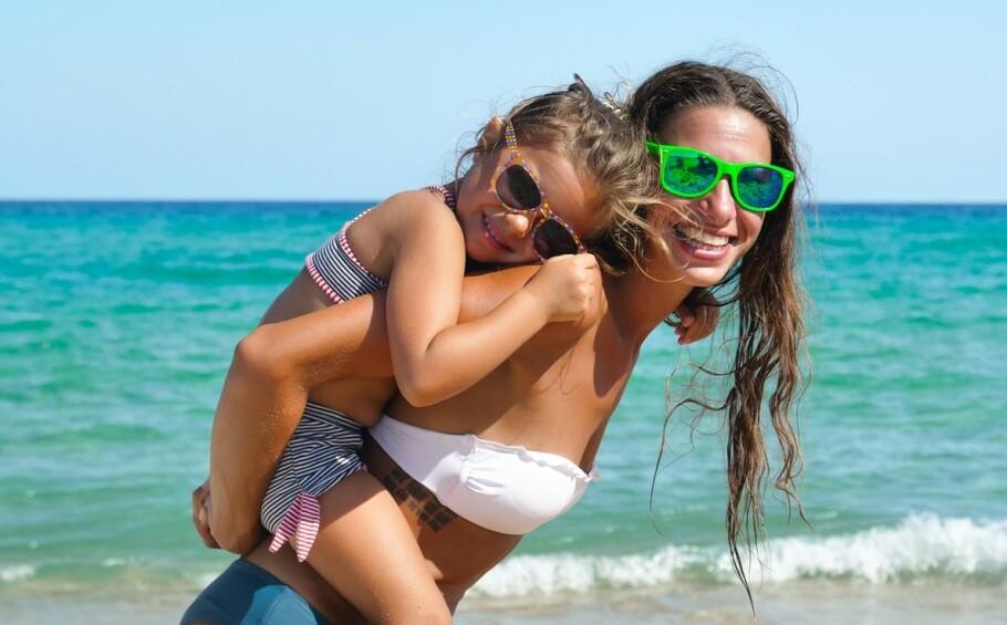 BIKINI PÅ SMÅ BARN: Er det greit å la små barn få bruke bikini på stranda dersom de ønsker det selv? FOTO: NTB Scanpix