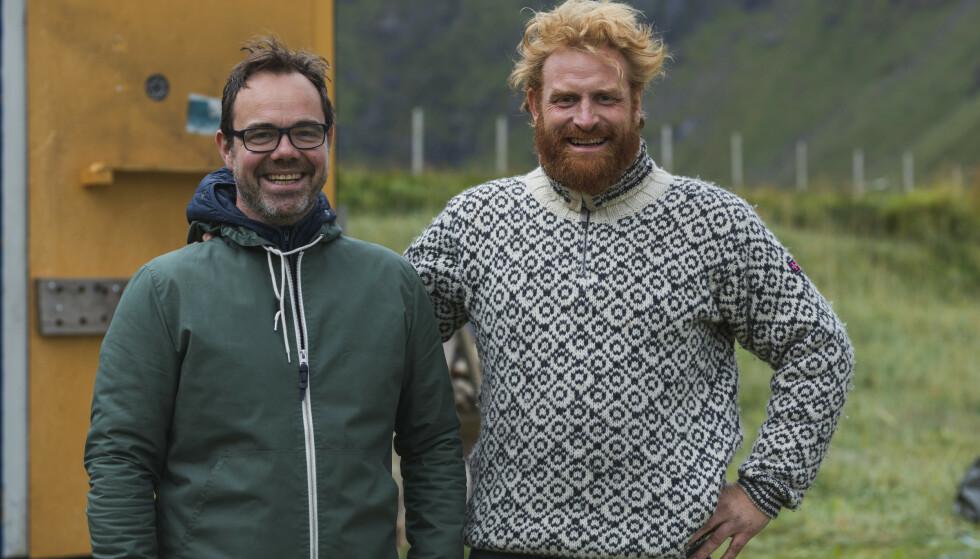 KRISTOFFER OG KRISTOFER: De to kameratene drodlet frem ideen til serien da de bodde sammen i kollektiv for over 13 år siden. Her er Kristoffer Metcalfe og Kristofer Hivju fotografert under innspillingen i Lofoten i august 2018. FOTO: NRK