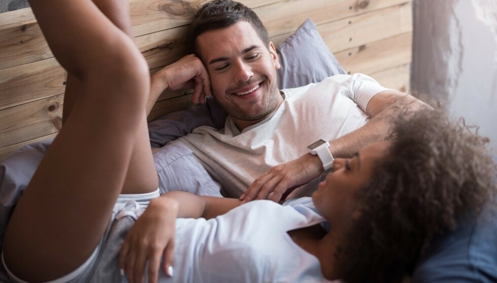 GÅ RETT PÅ SAK: Det kan være lurt å være direkte når du skal spørre om en ny sexpartner har testet seg, mener sexinspirator. FOTO: NTB Scanpix
