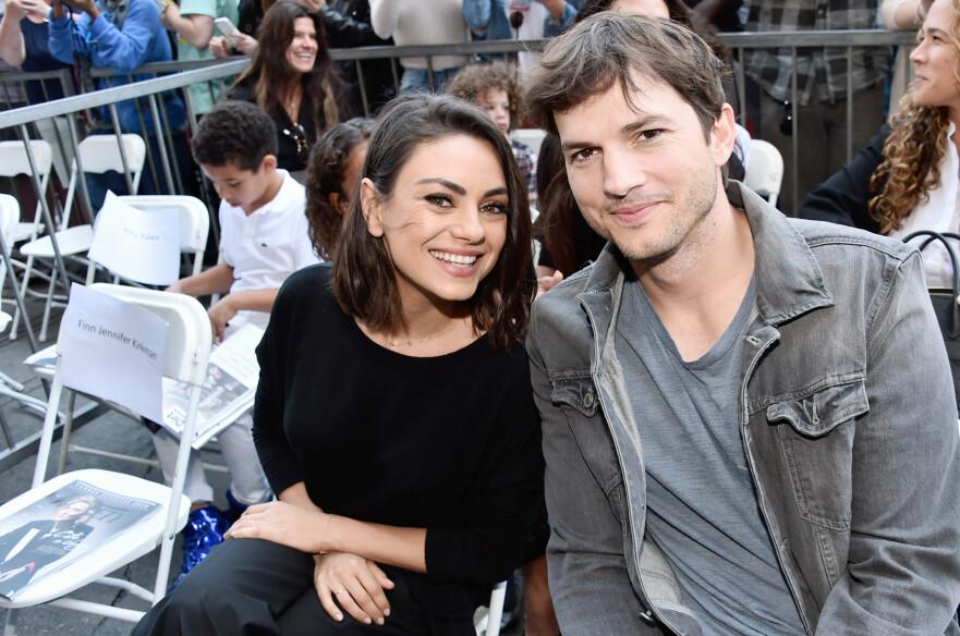 STJERNEPAR: Mila Kunis og Ashton Kutcher har vært gift siden juli 2015. Fire år etter bryllupet tar de et oppgjør med tabloidmagasinet In Touch Weekly, som hevder at de har gjort det slutt. FOTO: NTB Scanpix