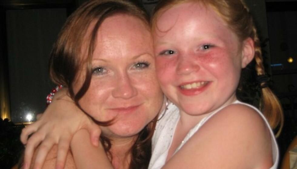 GODE TIDER: - Mor og datter i 2008. Som barn flest hadde Marie bestemt seg for at hun skulle bo hjemme til hun minst var 40. I dag, som 21-åring, syns hun tiden er inne for å stå på egne bein. Foto: privat