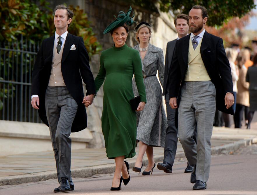 PÅ SIDELINJEN: James Middleton med søsteren Pippa Middleton og svogeren James Matthews på vei til bryllupet mellom prinsesse Eugenie og Jack Brooksbank høsten 2018. FOTO: NTB Scanpix