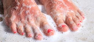 Derfor bør du såpe inn føttene i dusjen