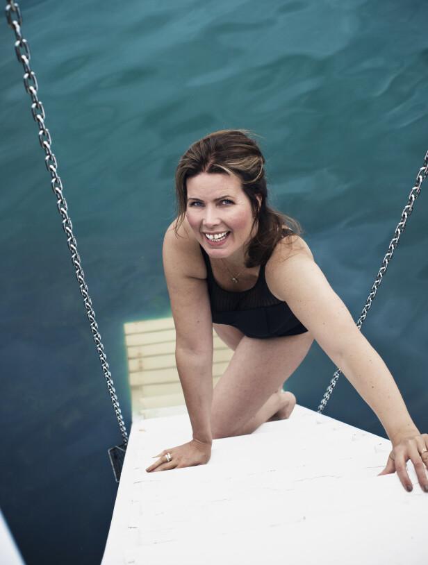 TAR LIVET TILBAKE: Å ta et sjøbad var utenkelig for Anette da hun var syk. FOTO: Astrid Waller