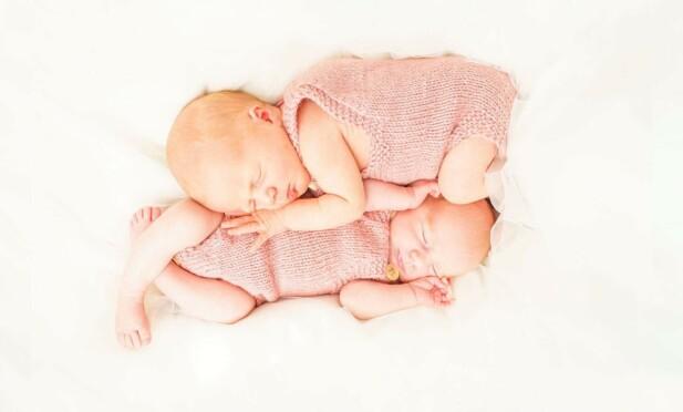 BABYLYKKE: - Her er jentene omtrent fire uker, sier Silje-Mari. Foto: Privat