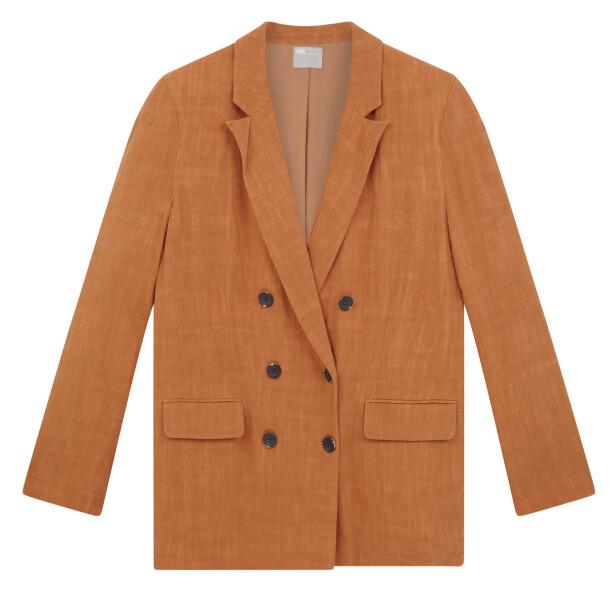 Oransje blazer (kr 460, asos.com). FOTO: Produsenten