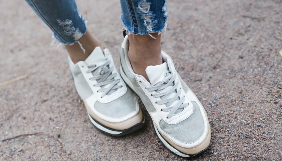 FOTSOPP: Svette føtter i varme sko øker sjansen for at fotsoppen blusser opp. FOTO: NTB Scanpix
