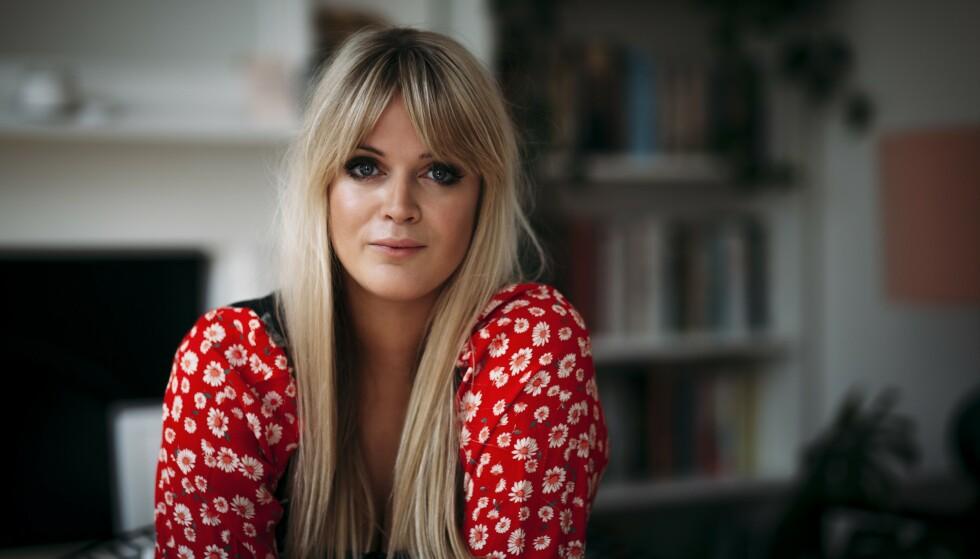 DOLLY ALDERTON: – Jeg elsker å betale regninger, og jeg elsker at jeg er voksen, sier Dolly Alderton. FOTO: Joanna Bongard