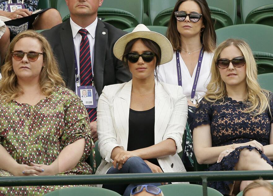 HERTUGINNE MEGHAN: Den nybakte moren tok turen til Wimbledon for å se Serena Williams spille. Foto: Scanpix
