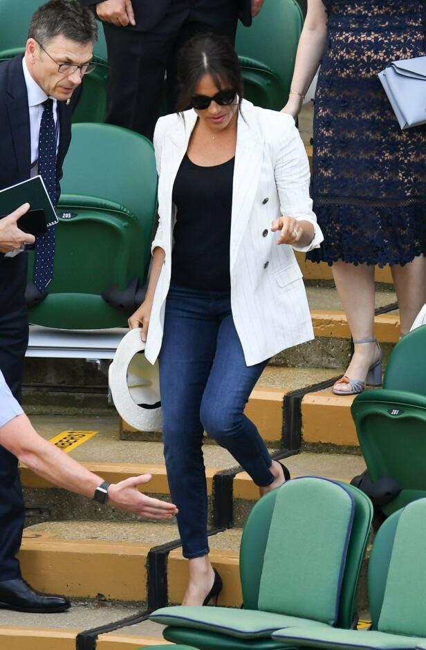 IKKE LOV: Å bruke jeans der hvor Meghan oppholdt seg, skal visstnok ikke være lov. Foto: Scanpix
