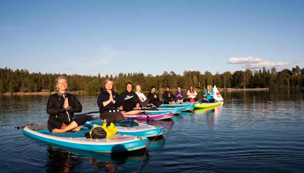 SPORTY DAMER: Alle var enige om at det hadde vært en fin dag på Sognsvann - bokstavelig talt! FOTO: Hallgeir Thorbjørnsen