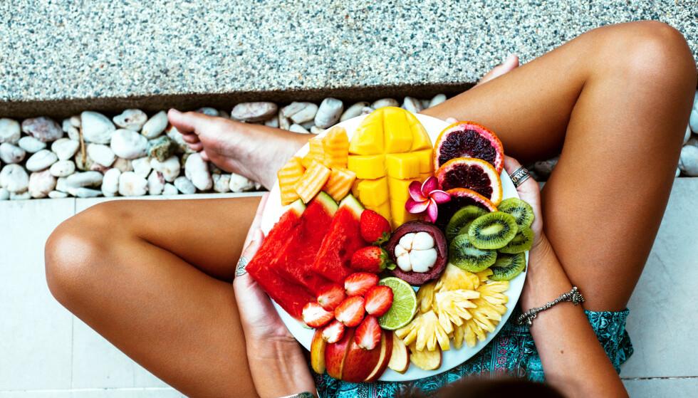 SUNNE VALG: Små, sunne justeringer i hverdagen, kan ha god effekt på sikt fordi du klarer å leve med dem. Som å spise salat til lunsj. FOTO: Shutterstock / NTB scanpix