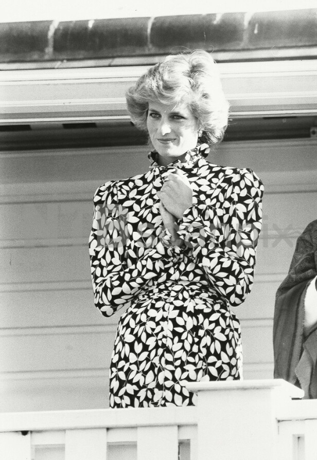 Prinsesse Dianas garderobe besto av nydelige plagg, deriblant blomstrete kjoler. FOTO: Scanpix