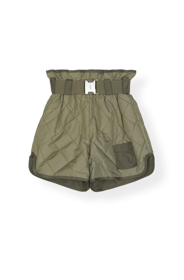 Shorts med belte (kr 2700, Ganni). FOTO: Produsenten