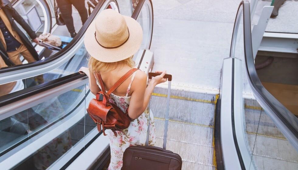 DYR REISE: Om du skal kjøpe all mat og drikke på flyplassen kan det bli en dyr start på ferien, mener ekspert. FOTO: Shutterstock