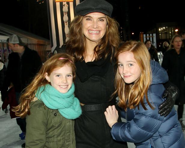 <strong>DØTRENE:</strong> Mor på skøyteisen sammen med døtrene Grier (t.v) og Rowan. Døtrene er nå 13 og 16 år. FOTO: Scanpix