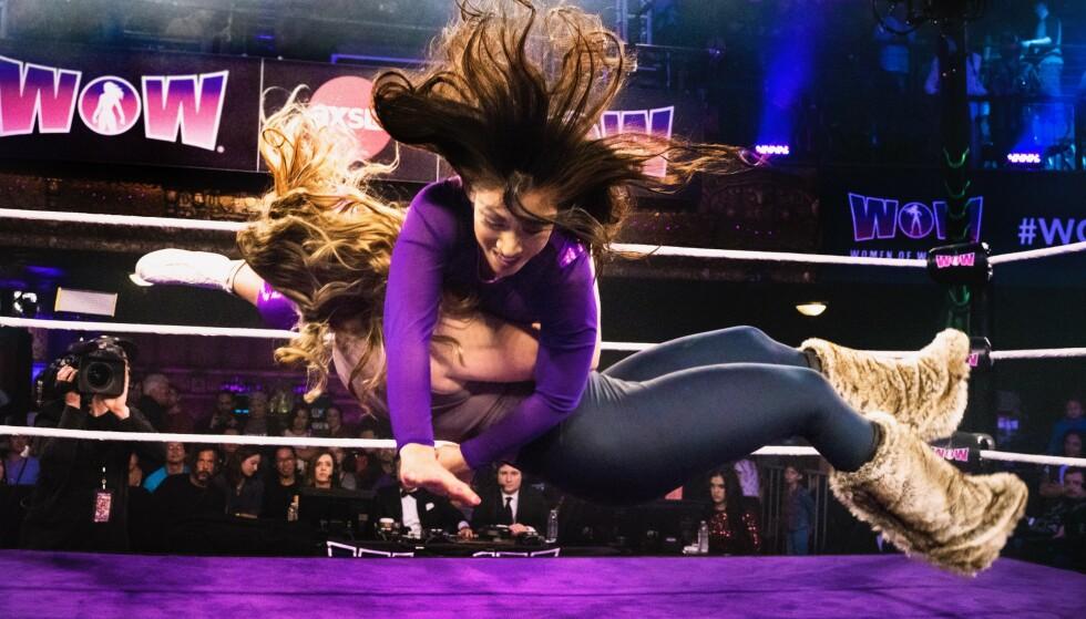 STUNTKVINNE: Catfight i wreslingringen. Stuntkvinne Ragnhild har alltid trivdes med action. FOTO: wow superheros