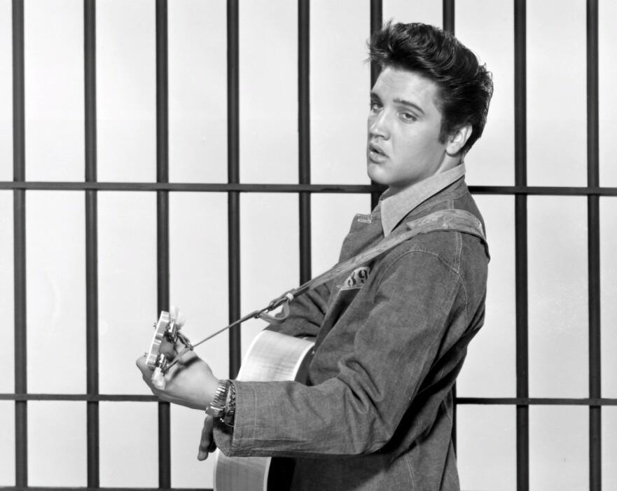 FILM OM ELVIS: Kongen av rock'n'roll skal spilles av en forholdsvis ukjent skuespiller. Foto: Scanpix