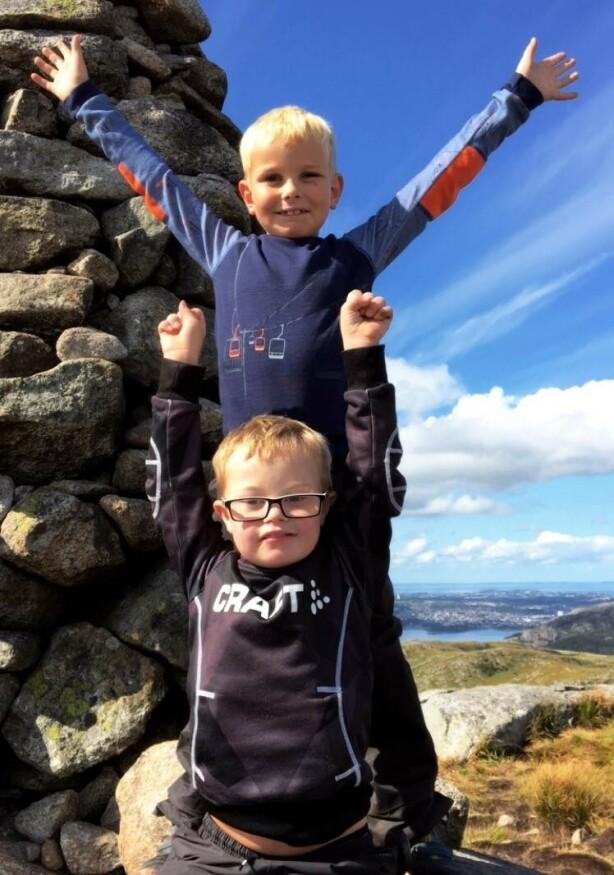 UT PÅ TUR: Jonas og Leander – brødre på tur. FOTO: Privat