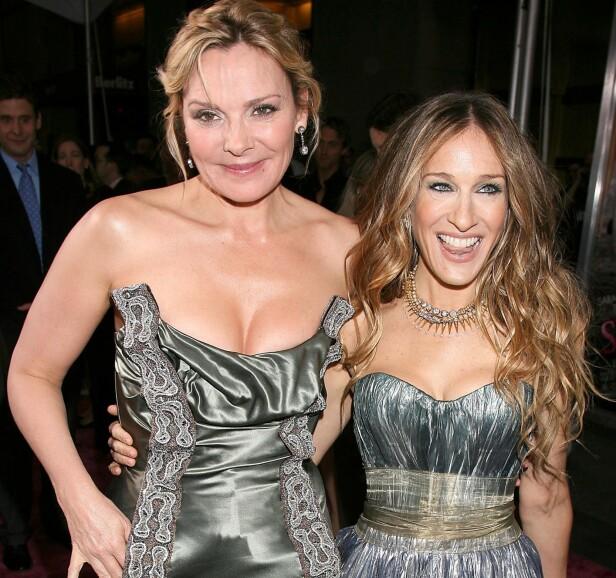 IDYLLEN SOM BRAST: Kim Cattrall og Sarah Jessica Parker er ikke lenger venner. Dette betyr at det neppe blir en tredje «Sex og singelliv»-film. Dette bildet er fra 2008, da de ennå var gode venninner. FOTO: NTB Scanpix