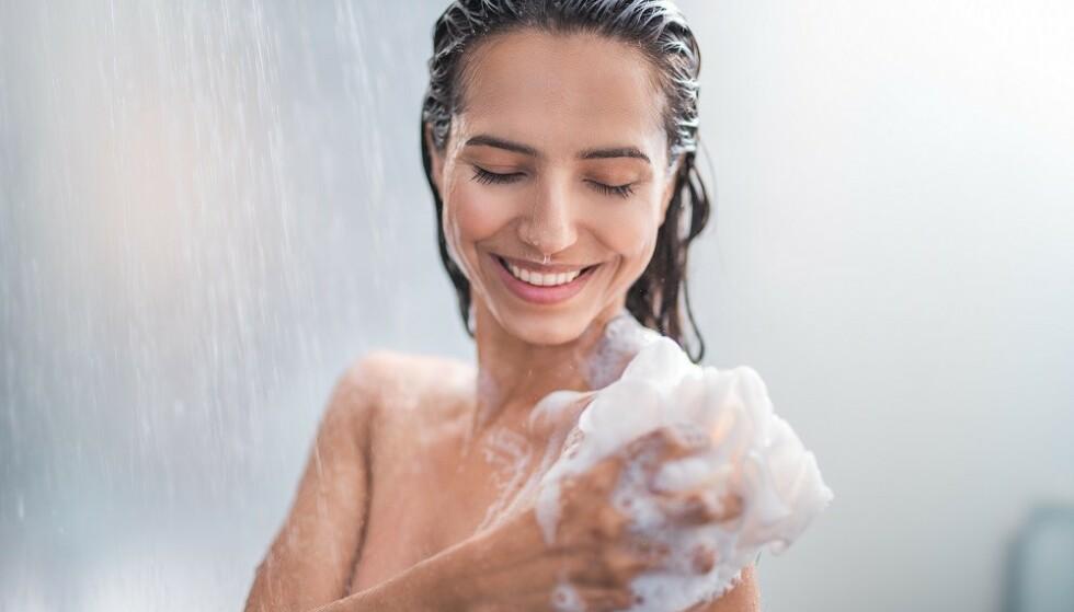 DUSJE FOR MYE: Noen av oss bør droppe å dusje hver dag. FOTO: Shutterstock