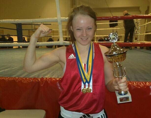 EN FIGHTER: Line har hele livet vært en fighter, og var på andreplass i rankingen over norske kvinnelige juniorboksere i sin vektklasse. FOTO: Privat