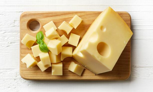 PROTEINER: Det er både mye protein og kalsium i ost.