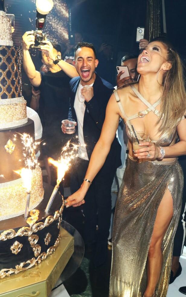 I VERSACE: Kjolen til Lopez er designet av Donatella Versace. Foto: Scanpix