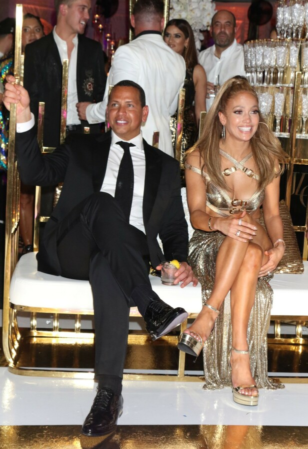 FORLOVEDEN: I videoen lengre opp i saken kan du se Alex Rodriguez holde en tale til sin kjære Jennifer Lopez. Foto: Scanpix