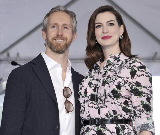 GIFT: Adam Shulman og Anne Hathaway venter sitt andre barn sammen. Foto: Scanpix