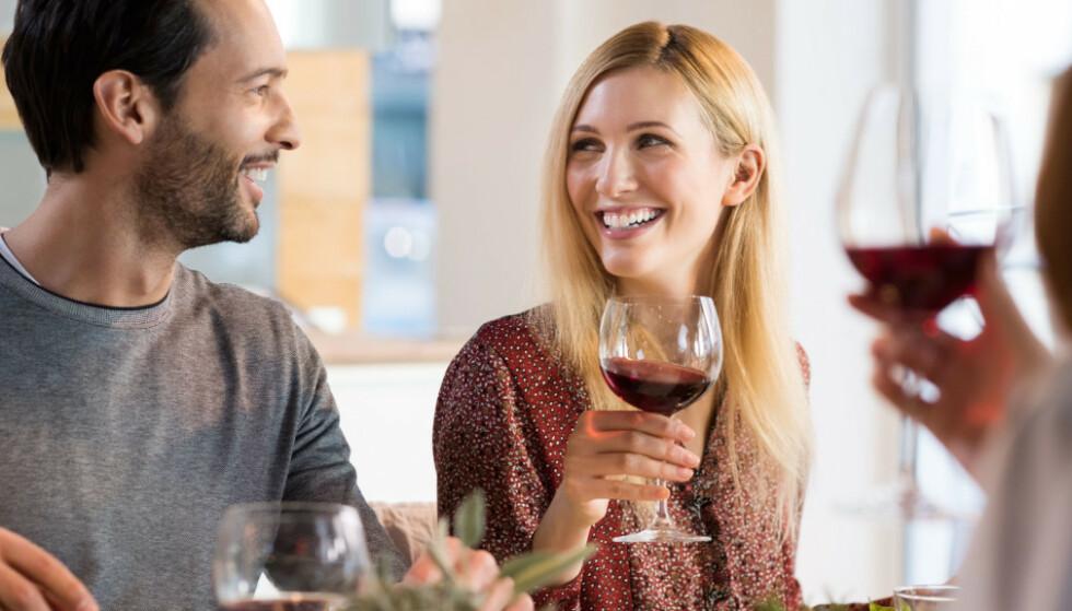 GÅR OVERENS: For noen vil det at partneren går godt overens med vennene være helt avgjørende for forholdet. FOTO: NTB Scanpix
