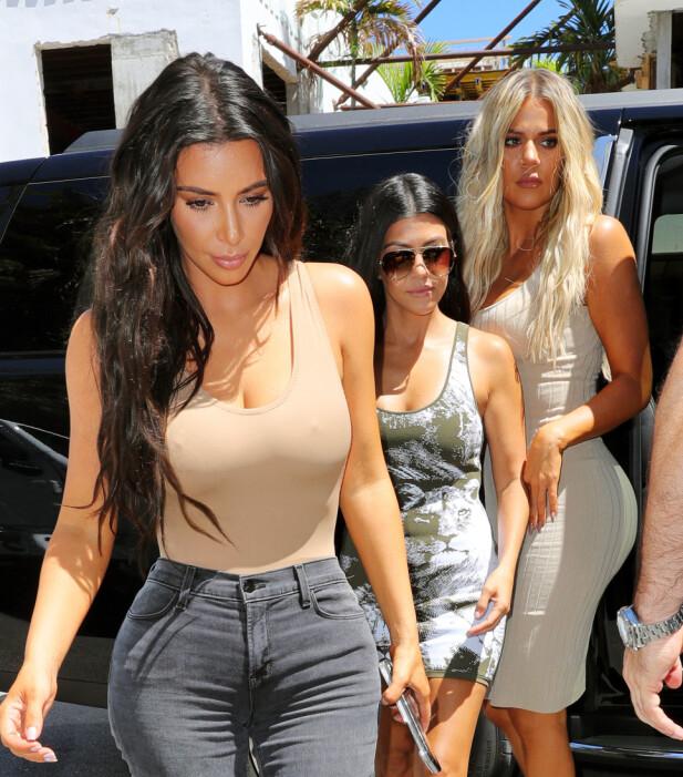 MEKTIG TRIO: Kim, Kourtney og Khloé Kardashian avbildet på shopping i Florida. FOTO: Scanpix