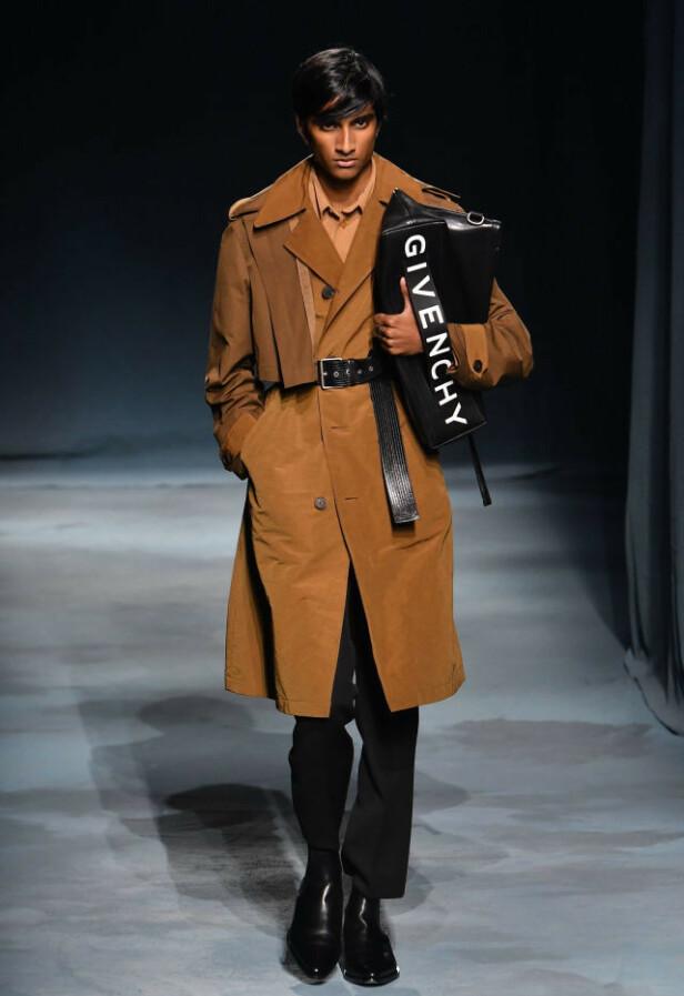 JEENU MAHADEVAN: På catwalken for Givenchy. Foto: Scanpix