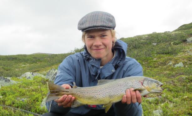 GLAD I NATUREN: Sivert på fisketur på fjellet i 2012. Foto: Privat