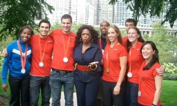 HYLLET AV OPRAH: Da Hanna Thompson og fektelaget hennes vant sølv under Sommer-OL i Beijing i Kina i 2008, ble de blant annet hyllet av talkshowdronningen Oprah Winfrey. Hanna er nummer to fra høyre. FOTO: Privat