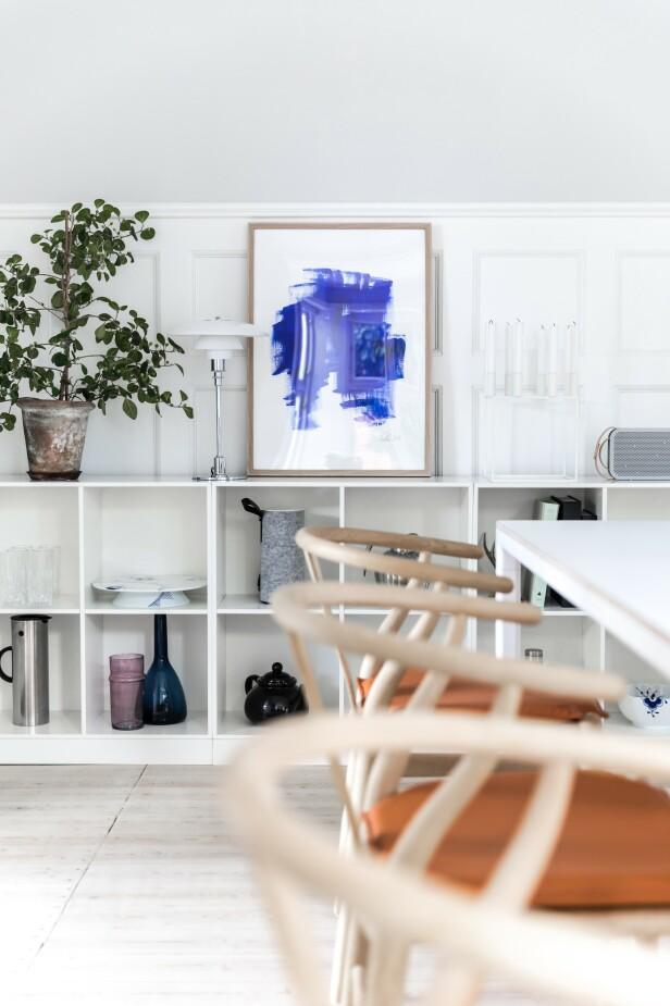 Mia og Jens begynte å spare til Y-stolene allerede da de bodde i sin forrige leilighet, for de visste at de ville ha dem rundt bordet når de en gang flyttet i hus. Det klassiske uttrykket i kombinasjon med godt håndverk er grunnen til at de falt for stolen. FOTO: Julie Witterup og Mikkel Dahlstrøm/Another Studio
