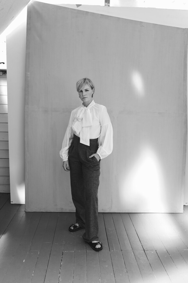 Lena Kristin innrømmer at det ikke blir mye tid til   trening og den slags:   – I det siste har jeg tatt meg selv i nakken. Jeg skal jo spille fem–seks forestillinger i uka og er nødt til å være i fysisk form. FOTO: Janne Rugland