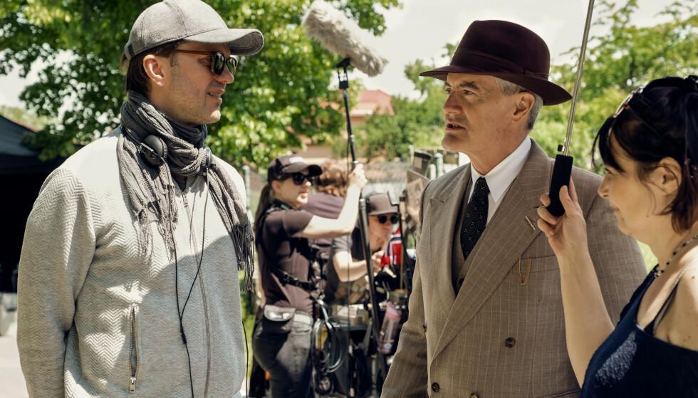 UNDER INNSPILLING: Regissør og manusforfatter Alexander Eik med den amerikanske skuespilleren Kyle MacLachlan under innspilling. FOTO: Cinenord