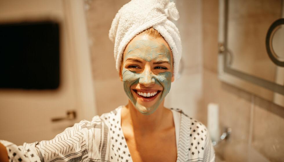 PORER: Vi har alle porer i ansiktet, men noen er mer utsatt enn andre. Her er gode tips for å forebygge porene. FOTO: NTB scanpix