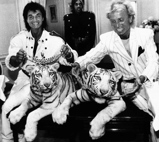 YNGRE DAGER: Siegfried & Roy med to av sine tigerunger. FOTO: NTBScanpix