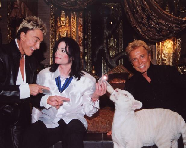 STJERNEMØTE: Michael Jackson skal ha vært en av de faste gjestene, også backstage, Her fra 2002 i Las Vegas. FOTO: NTBScanpix