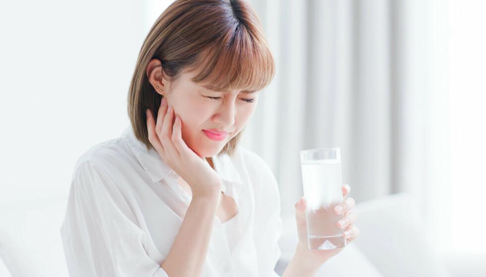 SENSITIVT: Kald drikke kan stimulere nervene i tannen og føre til ising. Foto: Scanpix