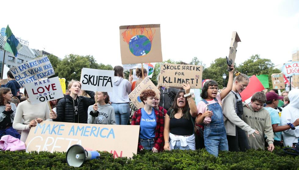 KLIMASTREIK: Fredag 30. august 2019 var det duket for en ny klimastreik foran Stortinget i Oslo. Blant de fremmøtte var mange skoleelever. FOTO: NTB Scanpix