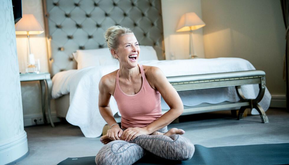 SUNN FRA TOPP TIL TÅ: TV-profil Vibeke Klemetsen jobber som yogainstruktør, og er opptatt av å ta vare på hele kroppen. Foto: Thomas Rasmus Skaug
