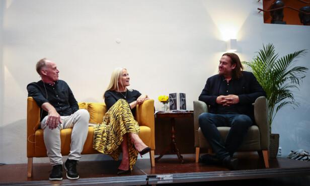 REDAKTØR: Kronprinsesse Mette-Marit har sammen med forfatter Geir Gulliksen vært redaktør på antologien Hjemlandet og andre fortellinger. Den ble lansert hos Aschehoug forlag i Oslo i begynnelsen av september. FOTO: NTB Scanpix