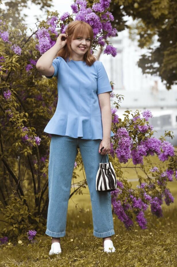 ETTER: Topp (kr 4700, Victoria Beckham), jeans (kr 900, Lee), veske (kr 700, InWear) og sko (kr 2195, Flattered). Tips! En peplumtopp skaper fin fasong. FOTO: Astrid Waller