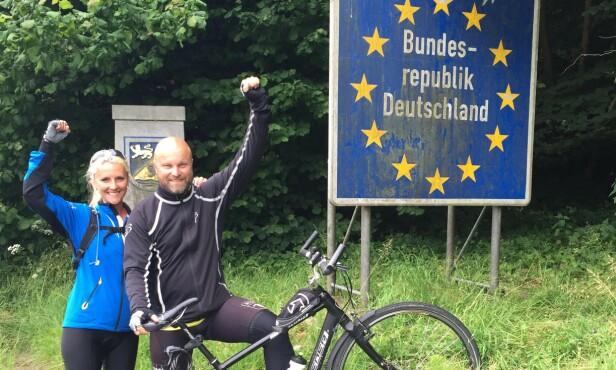 PÅ VEIEN: De hadde to ferieuker igjen, og bestemte seg for å rulle videre nedover Europa. FOTO: Privat
