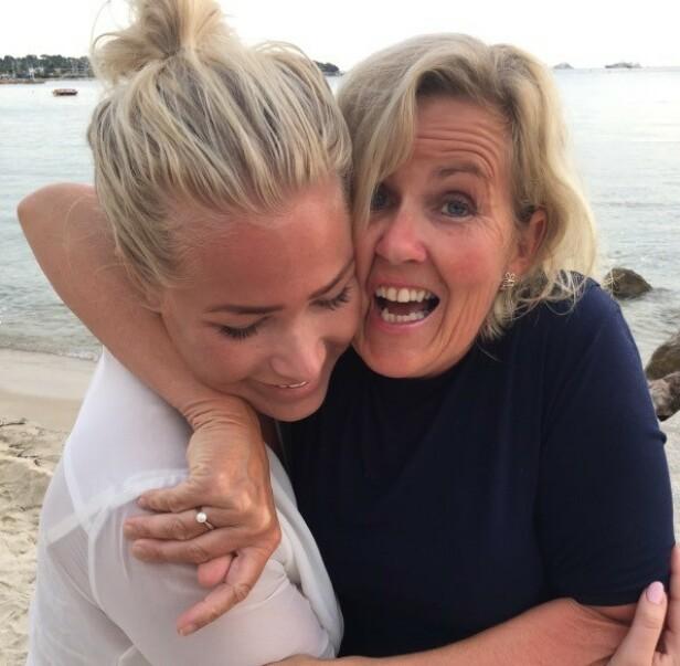 KLAR OPPFORDRING TIL SINE JEVNALDRENDE: Tove Steen sier hun skylder sin yngste datter, Tonje, å gjøre alt hun kan for å få mest mulig tid sammen. Her sammen med datteren Thea, som for tre år siden døde av livmorhalskreft. FOTO: Privat